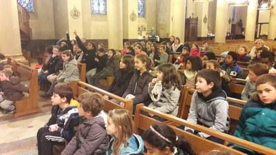 Imposition des cendres aux enfants du catéchisme pour l'entrée en Carême