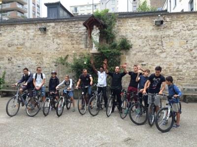 Ballade à vélo sur les bords de Marne avec les chefs de groupe