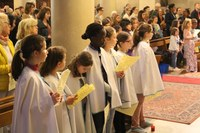 Servantes de l'assemblée à la messe du 22 mai