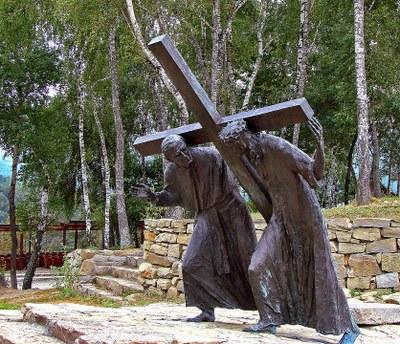 Chemin De Croix (Station V, Simon de Cyrène aide Jésus à porter sa croix), Sanctuaire de Pasierbiec, Pologne